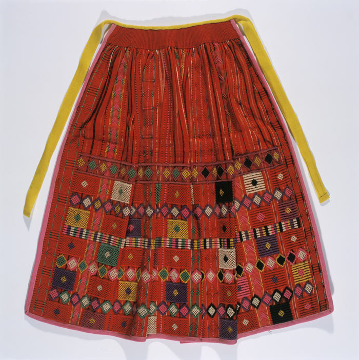 F40_NDS1075, Embroidered apron, Portugal, 19th century