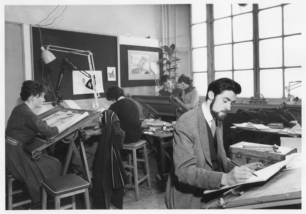Glasgow School of Art Students with tutor Margaret Grant in the studio (standing at the back to the right), GSA Archives and Collections (archive reference: GSAA/P/1/107)
