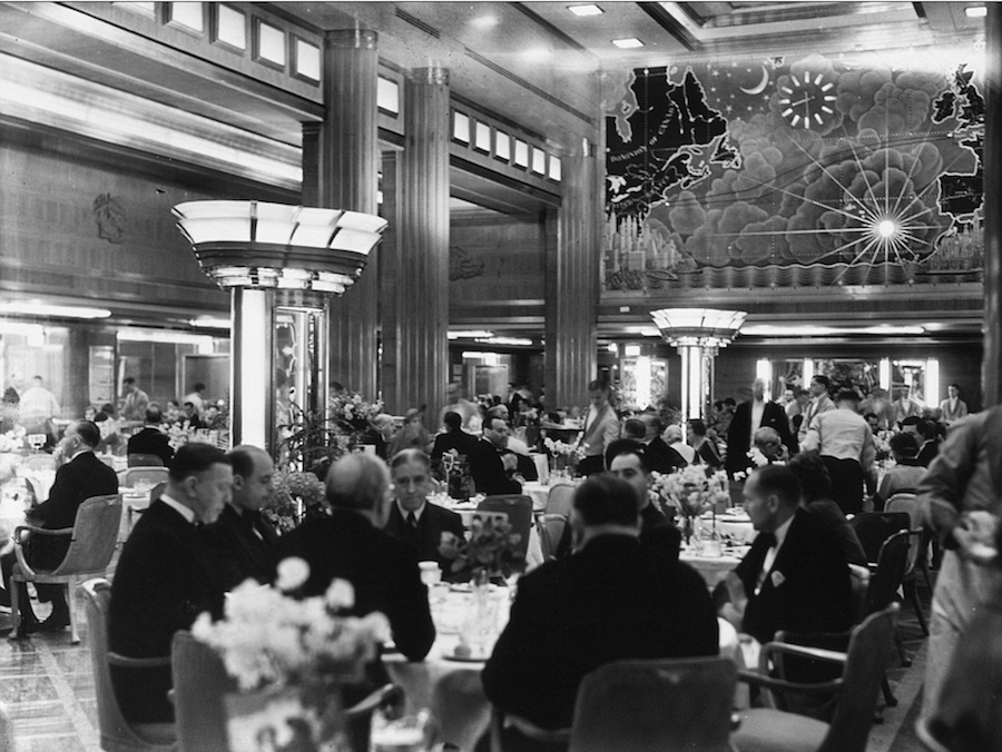 State dining room of the RMS Queen Mary. http://cruiselinehistory.com/rms-queen-mary-the-maiden-voyage-in-1936-president-john-kennedy/